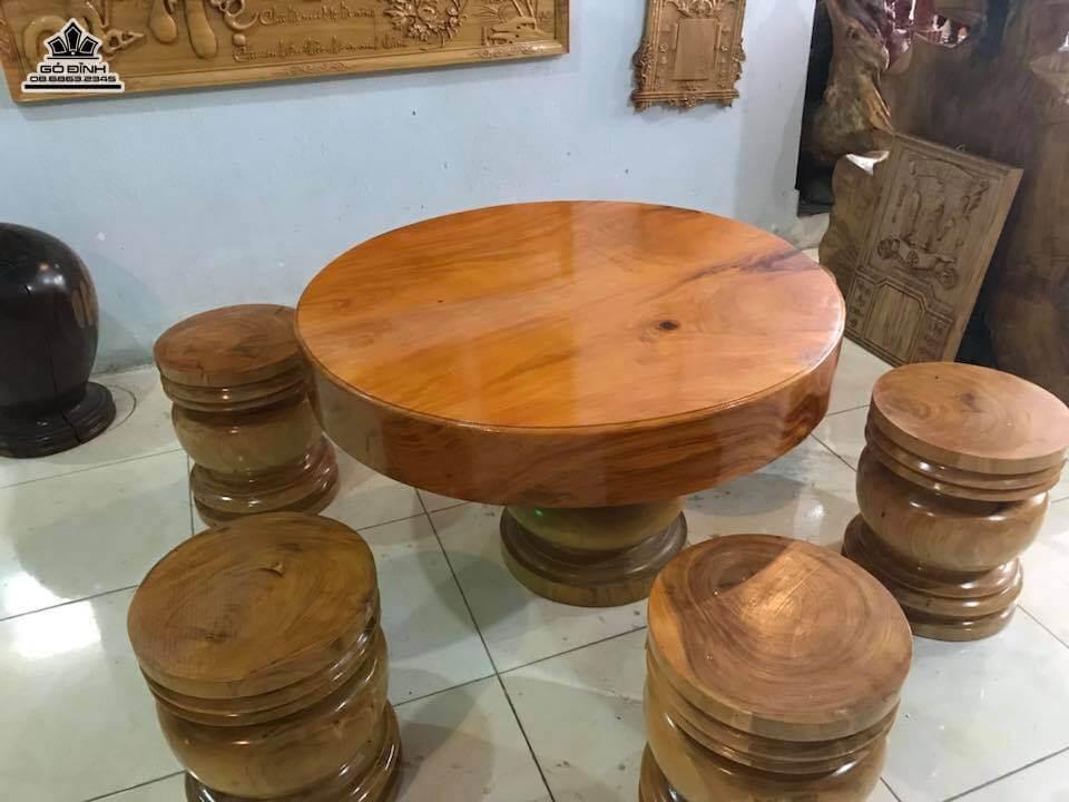 Mẫu bàn ăn tròn bằng gỗ thông cực đẹp