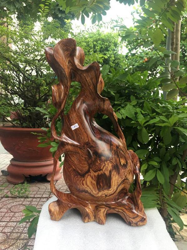 Chiếc bình phay được làm bằng gỗ phay