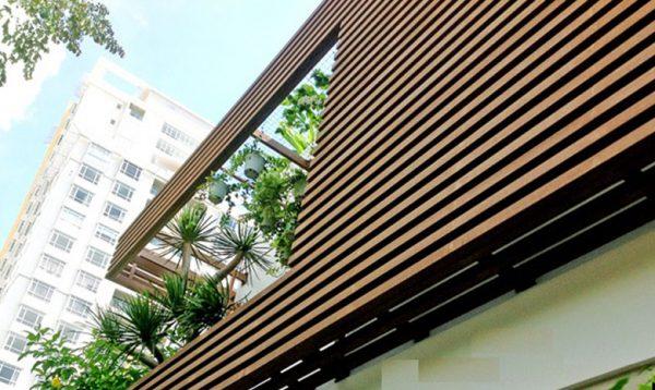 Lam gỗ nhựa ngoài trời trang trí quán cafe