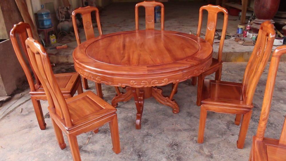 Mẫu bàn tròn ăn cơm bằng gỗ tự nhiên