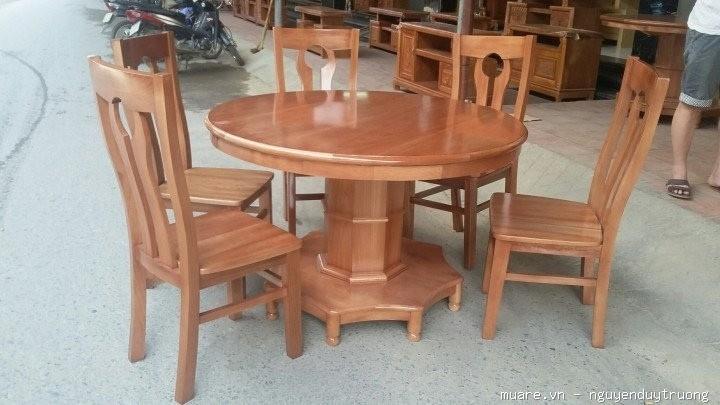 Mẫu bàn tròn bằng gỗ sồi Nga