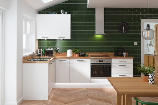 Những mẫu nhà bếp nhỏ đẹp 2021 được thiết kế vời tường ốp bếp màu trắng sáng