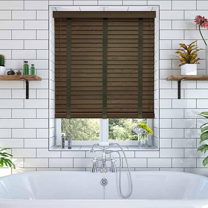 Mẫu rèm gỗ màu nâu đẹp cho cửa sổ