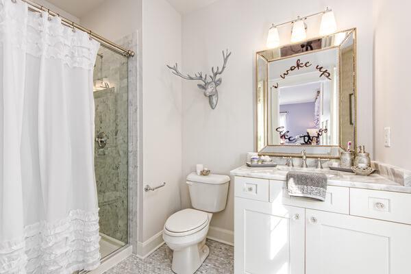 Nhà vệ sinh khách sạn đẹp và sang trọng