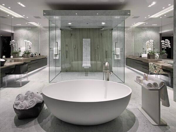 Nhà vệ sinh sang trọng như trong khách sáng 5 sao