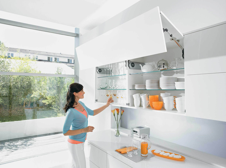 Phụ kiện tủ bếp tay nâng Blum