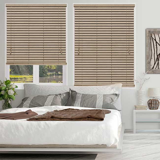 Rèm gỗ cửa sổ trang trí thêm cho phòng ngủ thật đẹp