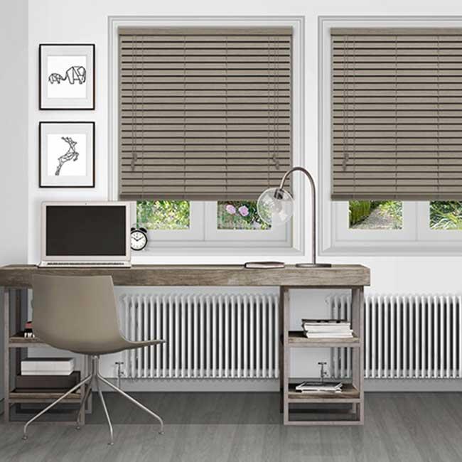 Rèm gỗ màu xám tối giản cho căn phòng