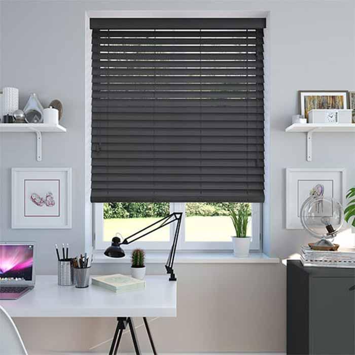 Rèm gỗ màu đen cho phòng làm việc