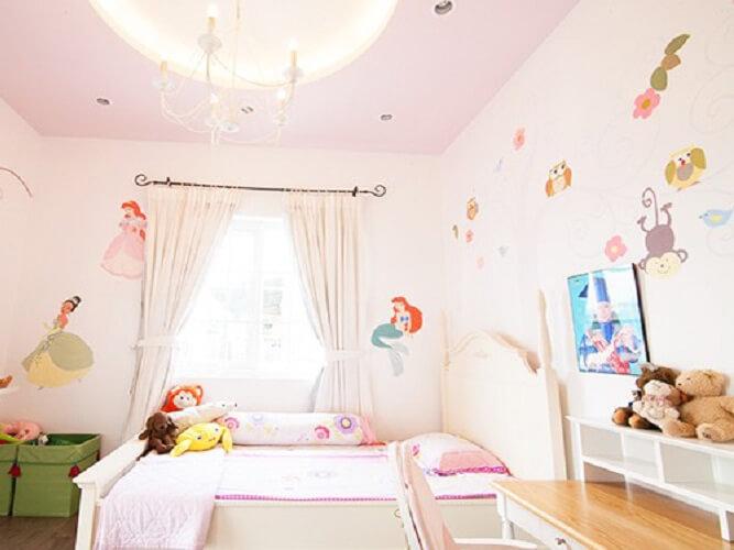 Sử dụng giấy hay xốp dán tường giúp căn phòng mới hơn