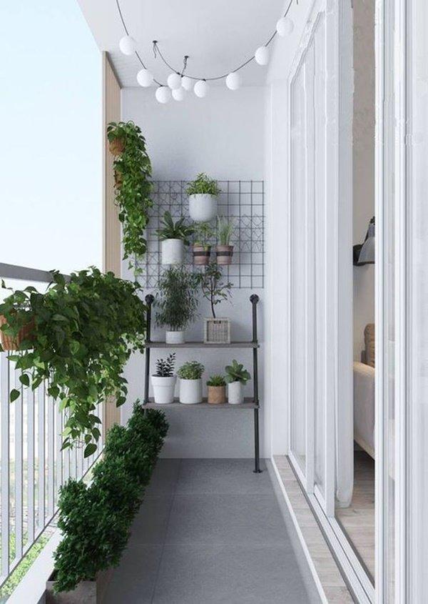 Tận dùng bức tường để trang trí ban công nhà chung cư của bạn