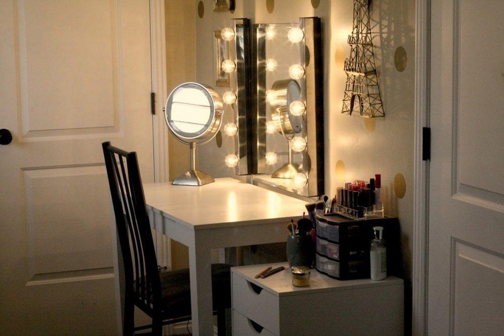 Vị trí đặt bàn trang điểm trong phòng ngủ không để gương đối diện cửa ra vào