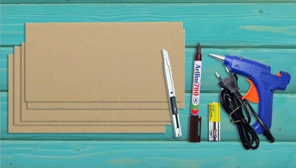 Cắt thùng carton thành 4 miếng hình chữ nhật
