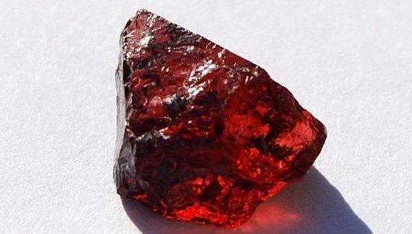 Đá Garnet hay ngọc hồng lựu