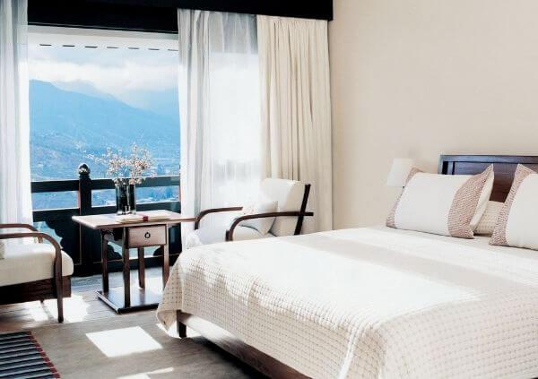 Mẫu thiết kế phòng ngủ mini tại khách sạn lấy màu trắng làm chủ đạo