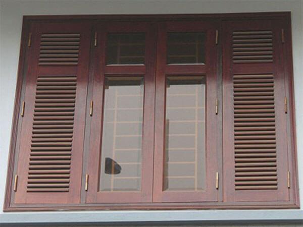 Cửa sổ gỗ kết hợp với kính