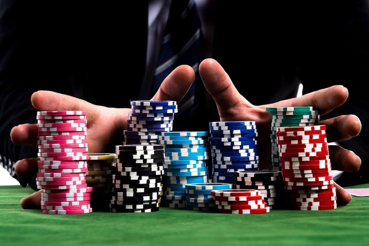 Tìm hiểu bài Poker là gì và kiếm tiền với thể loại game bài này